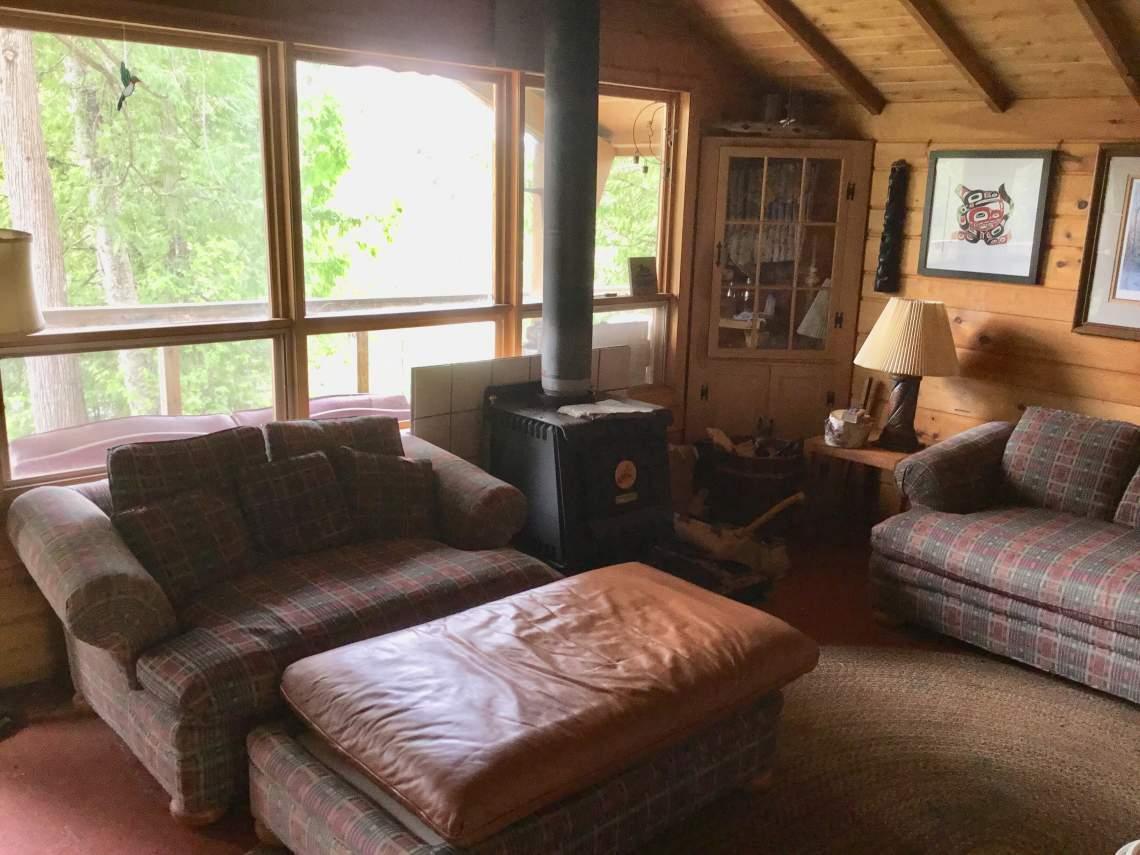 Q5-Cabin-living-room