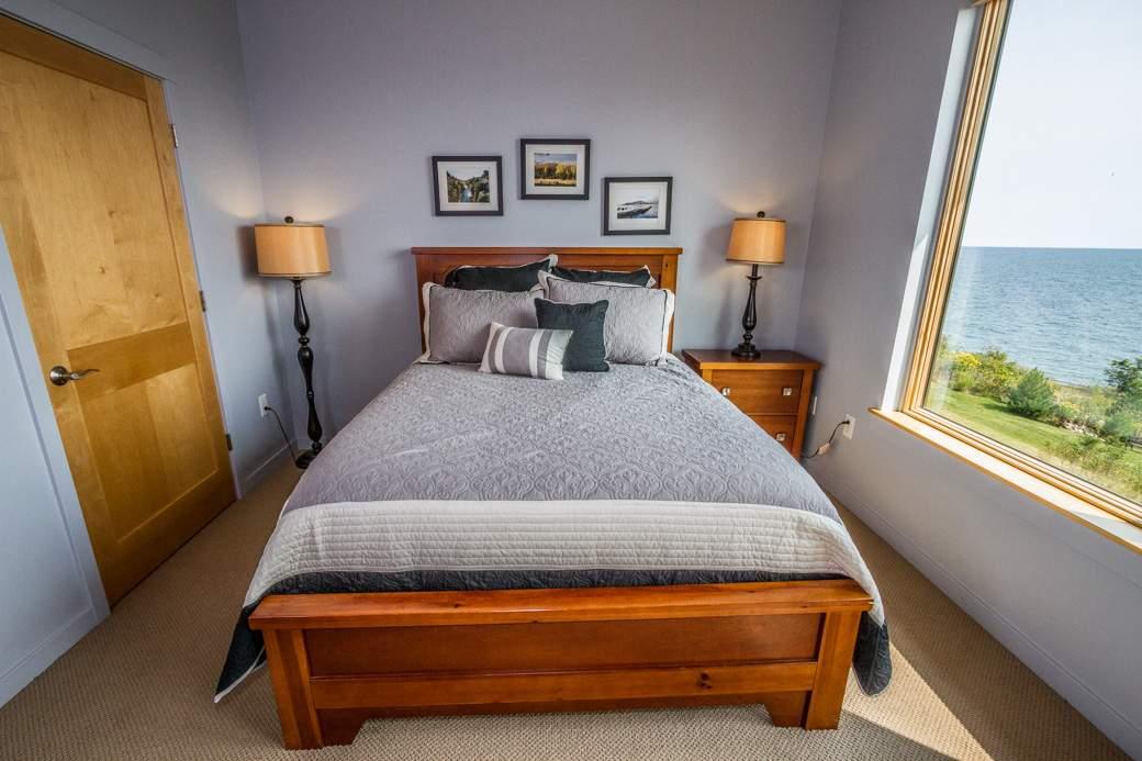 Q10-6548-5-Bedroom1-3