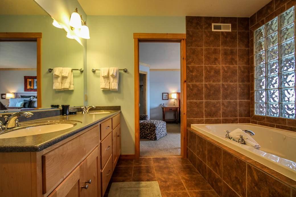 Q13-Aspenwood6526-5-Bathroom-1