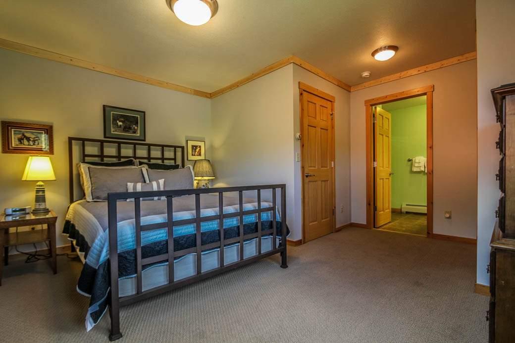 Q16-Aspenwood6526-5-Bedroom2-2
