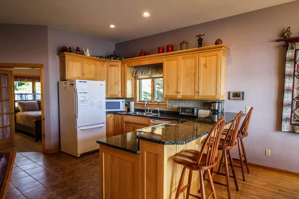 Q6-Aspenwood6526-4-Kitchen-1