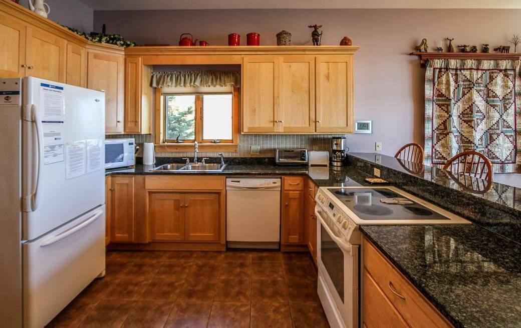 Q7-Aspenwood6526-4-Kitchen-2