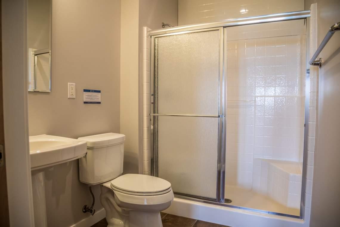 Q16-Aspenwood6540-5-Bathroom3-1