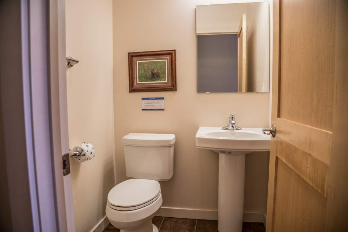Q10-Aspenwood6544-5-Bathroom1