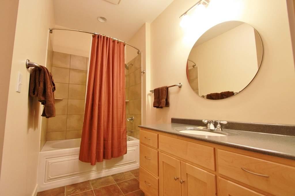 Q15-6544-Bathroom2