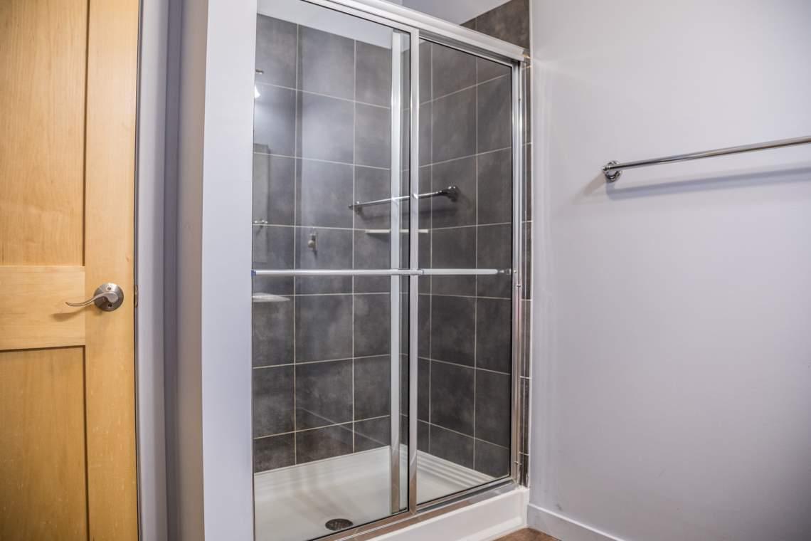 Q18-Aspenwood6544-4-Bedroom1-4