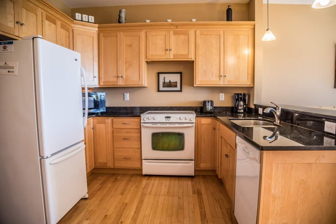 Q4-Aspenwood6544-3-Kitchen1