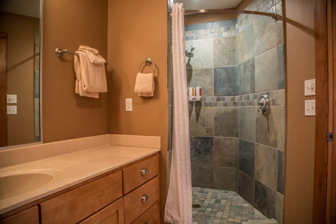 Q22-Master-Bath-Shower-180A2647